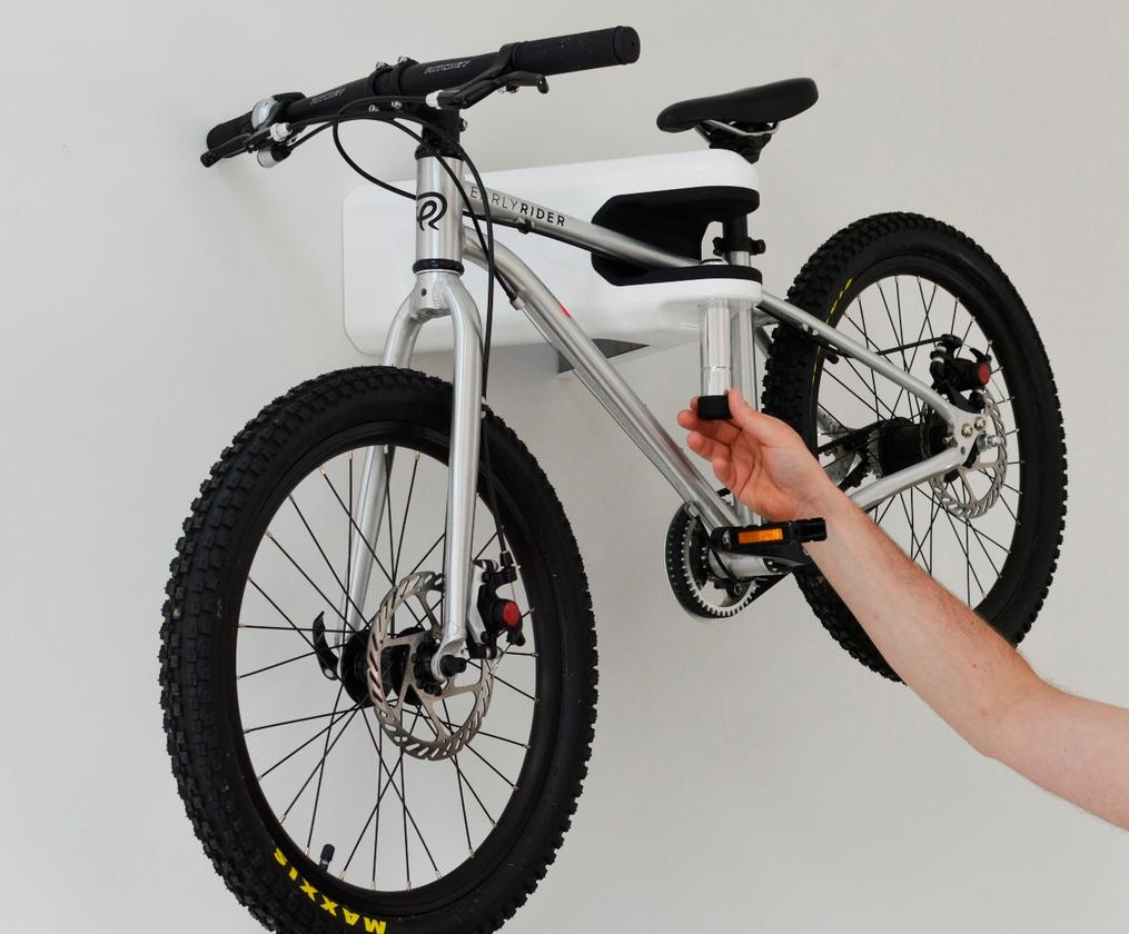 When it's time to take the bike back out again, the user just releases the Airlok'spin using their uniquely-coded key