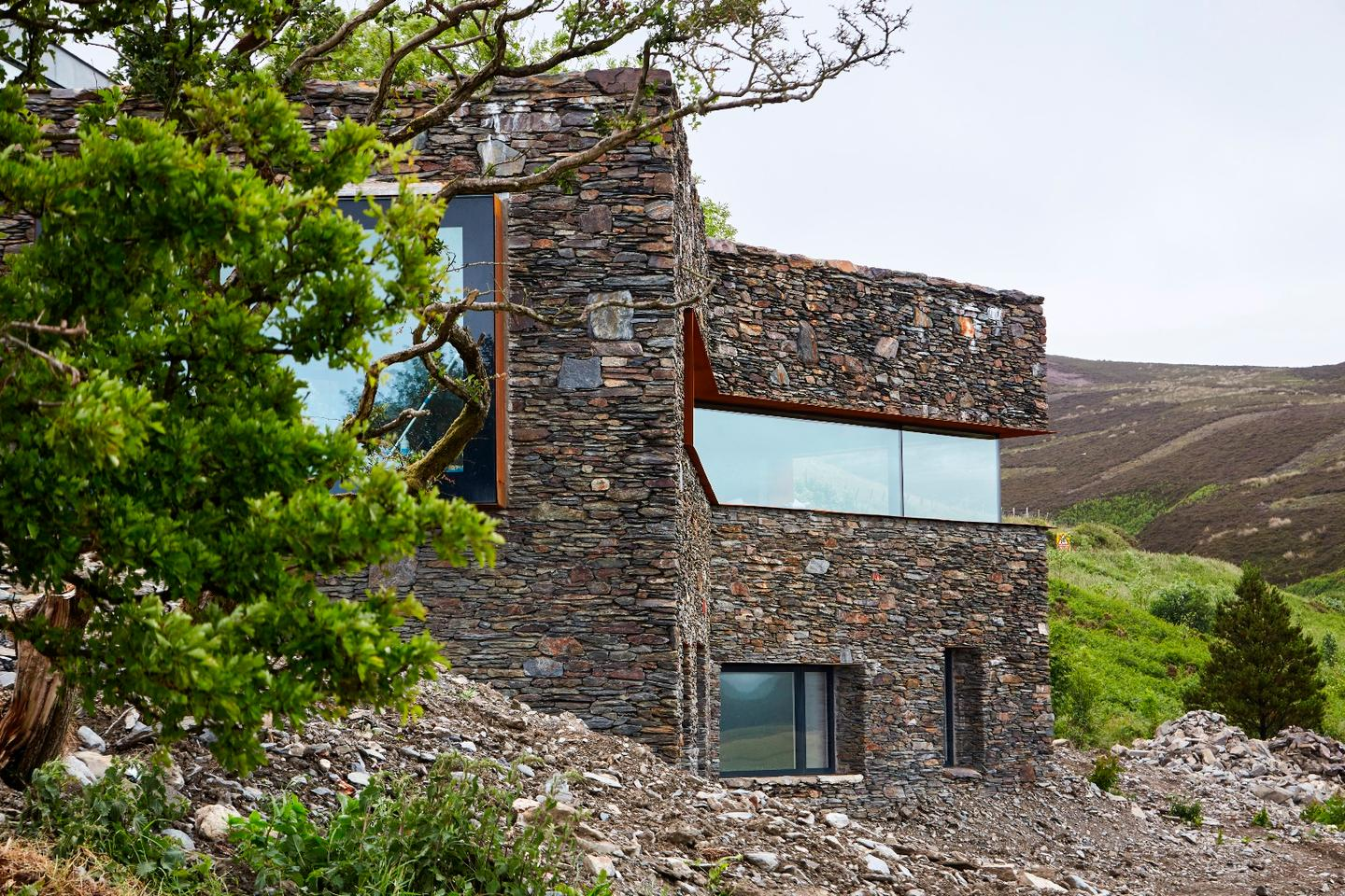 A Restorative Rural Retreat for Sartfell is located in the Isle of Man and was designed by Foster Lomas