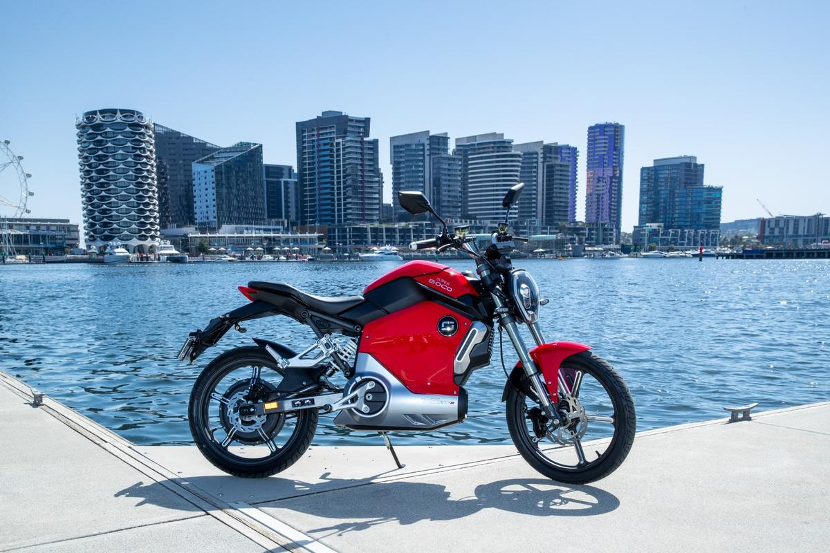 The Super Soco TS1200R is the company's first motorcycle - a super-approachable urban commuter with 50cc scooter-like performance and a very affordable pricetag