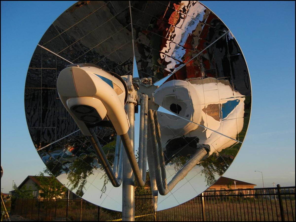 Close-up look of PNNL's concentrating solar power system