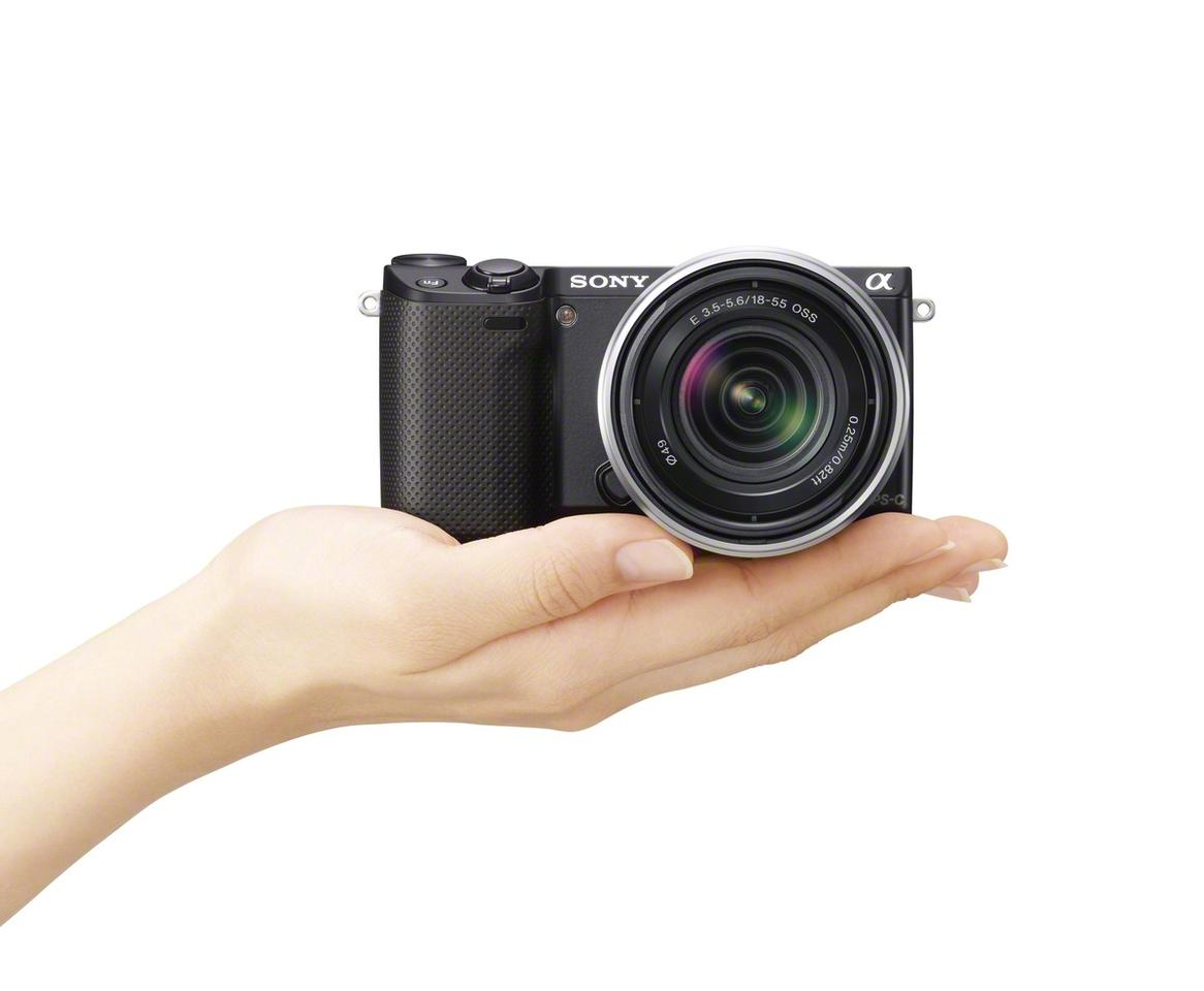 The mirrorless interchangeable lens Sony NEX-5R features a large 16.1-megapixel APS-C image sensor