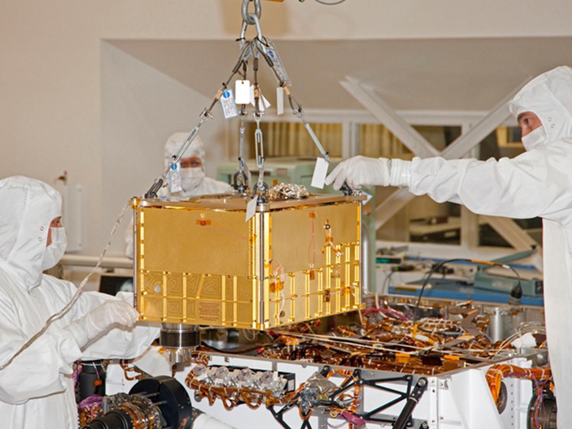 SAM instrument being installed in Curiosity (Image: NASA/JPL-Caltech)