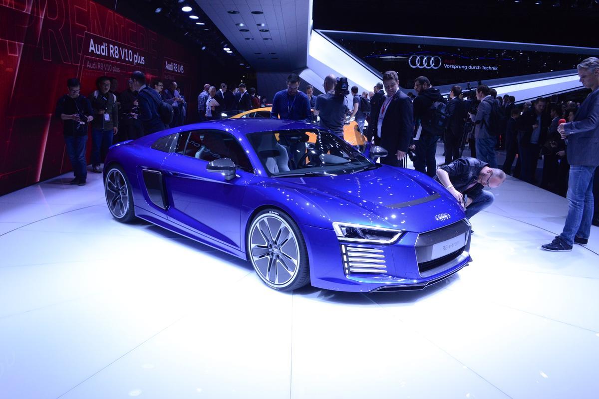 Audi reveals the R8 e-tron at the 2015 Geneva Motor Show (Photo: C.C. Weiss/Gizmag.com)