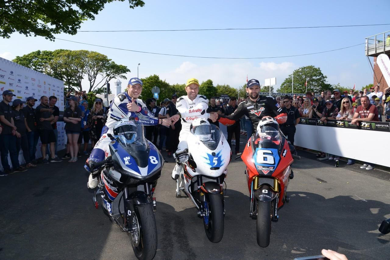 The 2016 SES TT Zero podium, featuring from left to right Daley Mathison (University of Nottingham), Bruce Anstey (Team Mugen) and William Dunlop (Victory/Parker Racing)