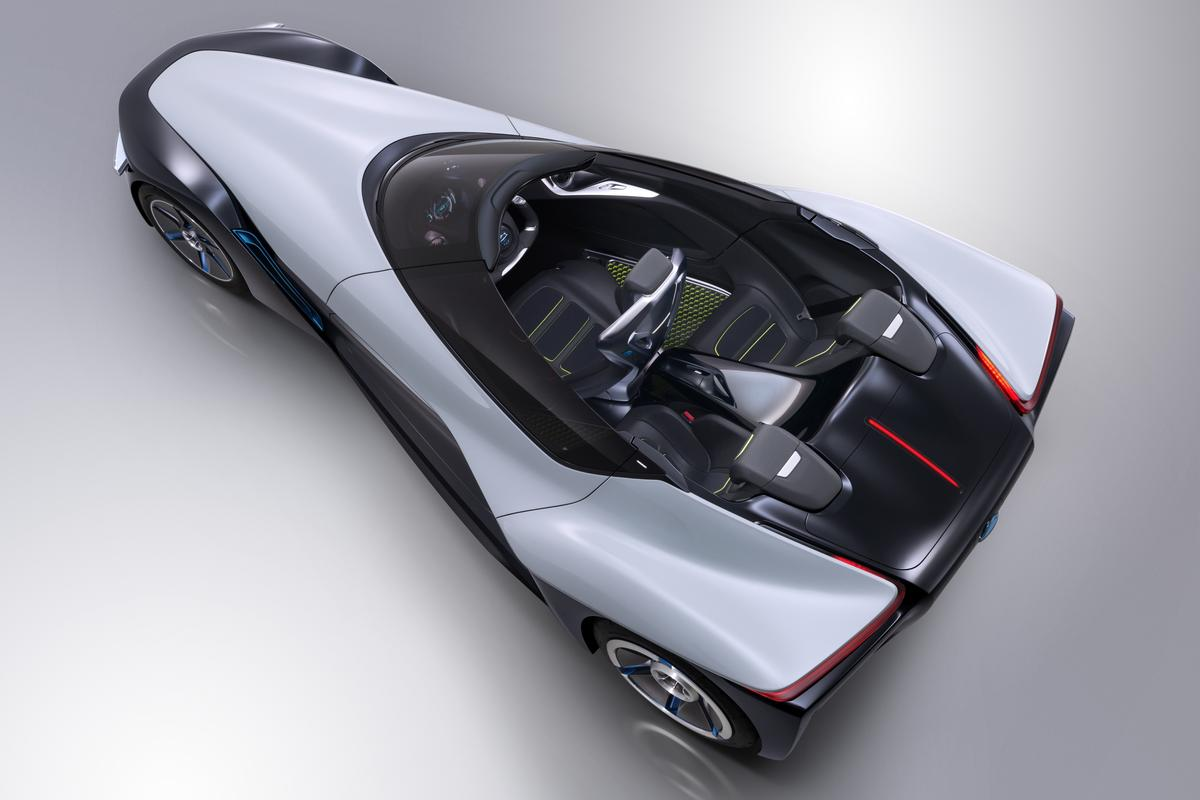 Nissan's Bladeglider Concept is not your traditional sportscar - for starters, it has three seats, it's electric, and it has a shape never before seen on the road.