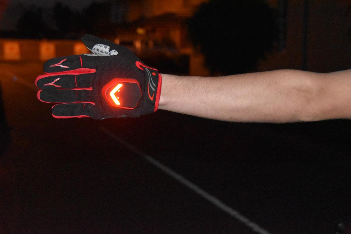 beSEEN gloves' LEDs are activated by a built-in motion detector