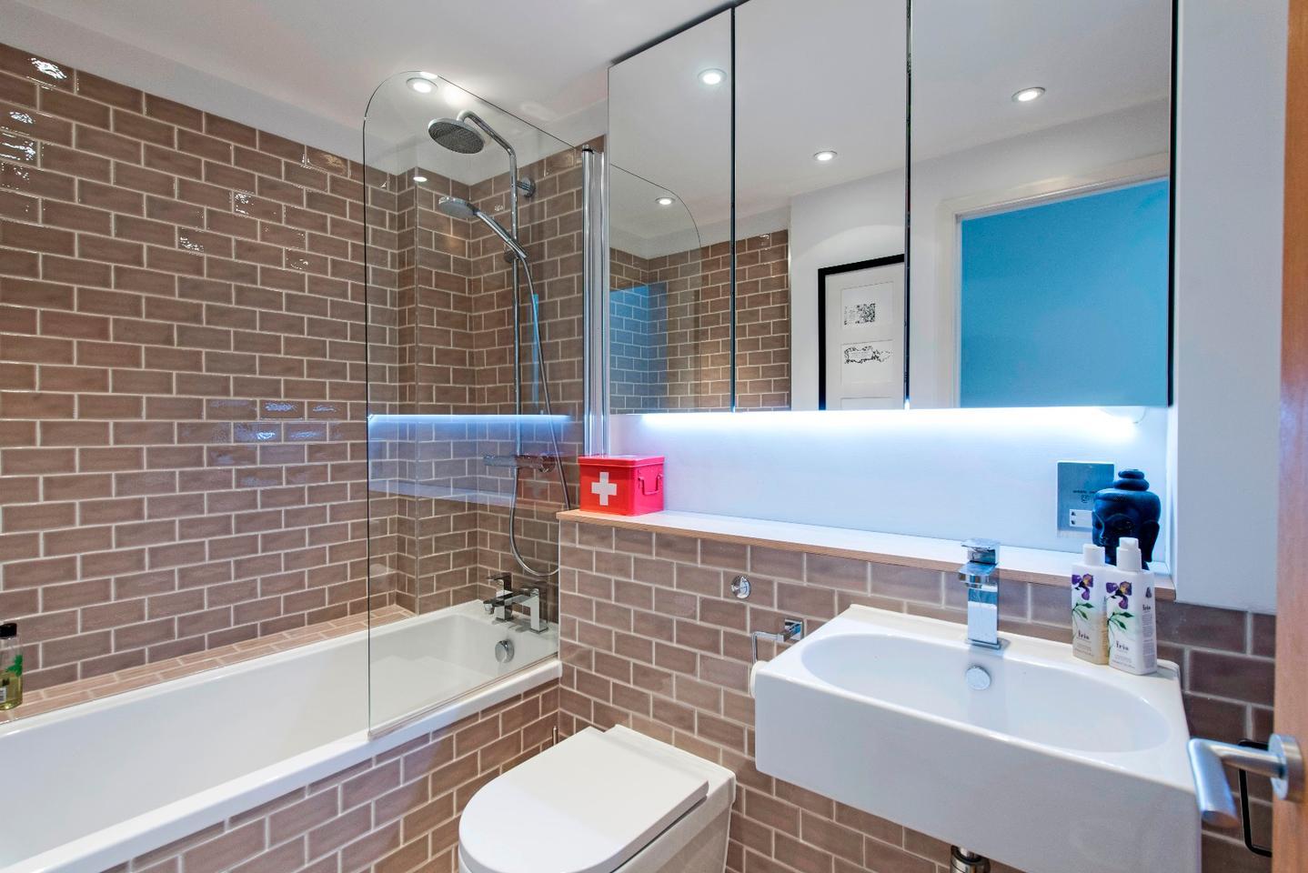 The Slim House's main bathroom