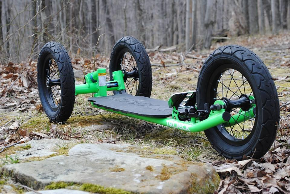The Trideck is designed to be a stable all-terrain longboard for land use, with the feel of a snowboard in powder