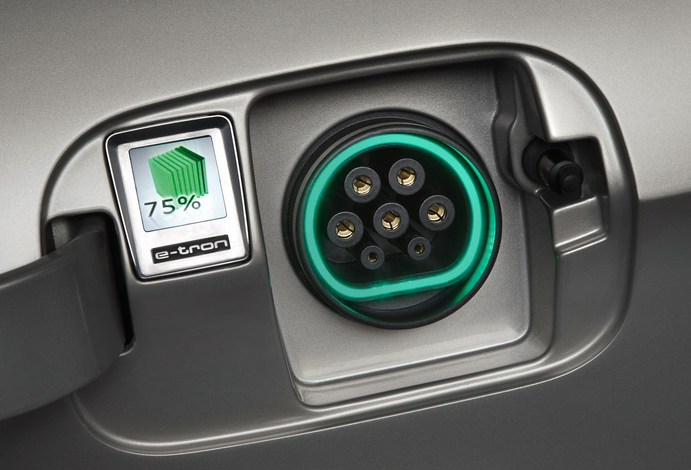 A fuel gauge at the plug of the e-tron makes life easier for motorists