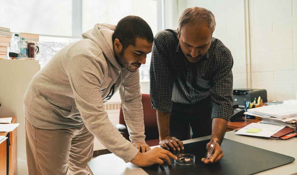 PhD student Islam Hassan (left) and Prof. Ravi Selvaganapathy