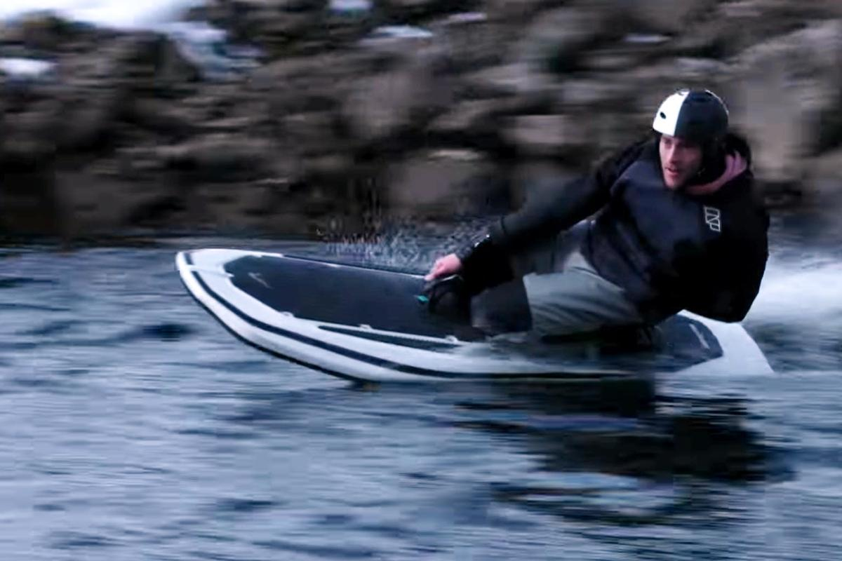 The Radinn G2Xlets you surf without waves