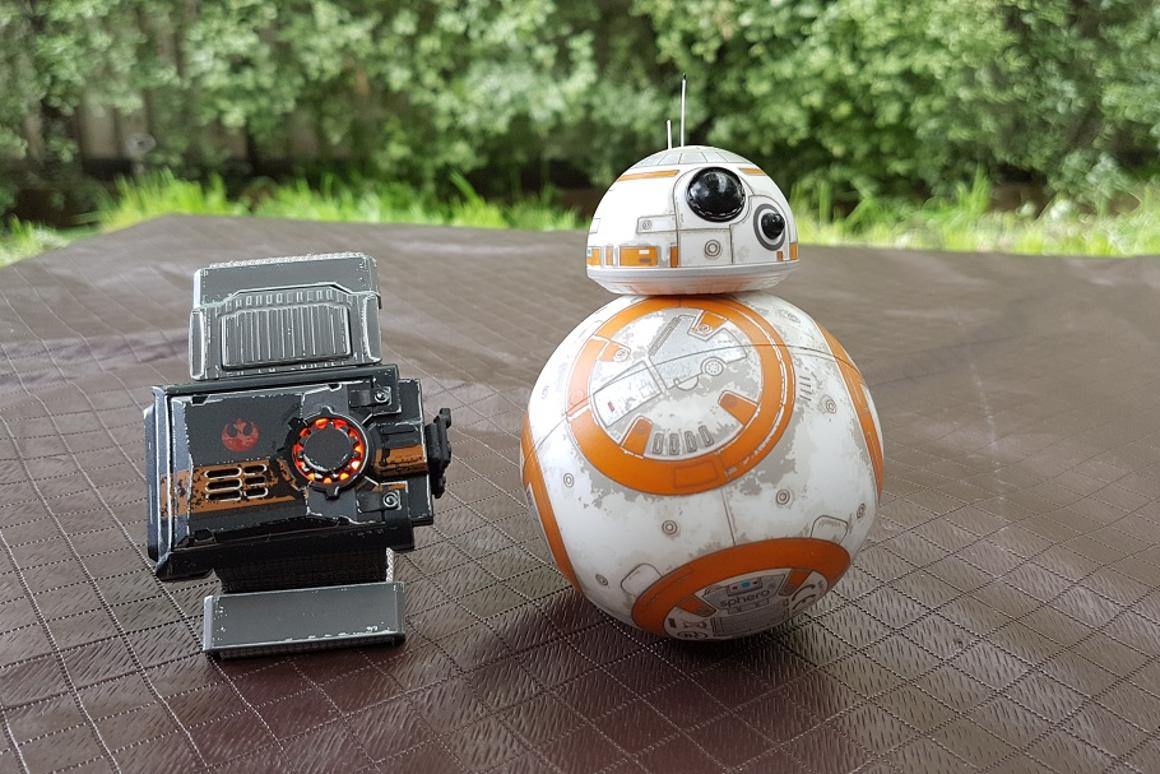 New Atlas goes hands-on with the Force Band, a new wearable that allows users to control Sphero's BB-8 robot with motion gestures