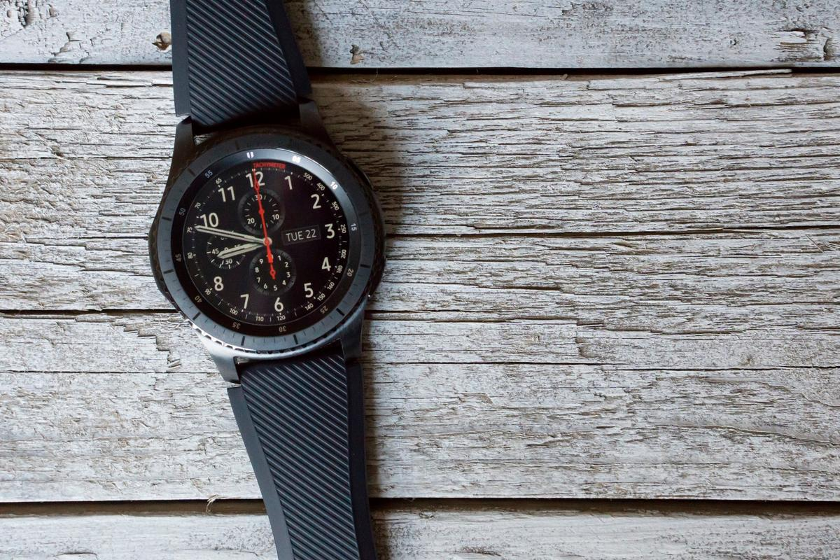 New Atlas reviews the Samsung Gear S3, a very solid smartwatch that doesn't improve in many ways over its predecessor