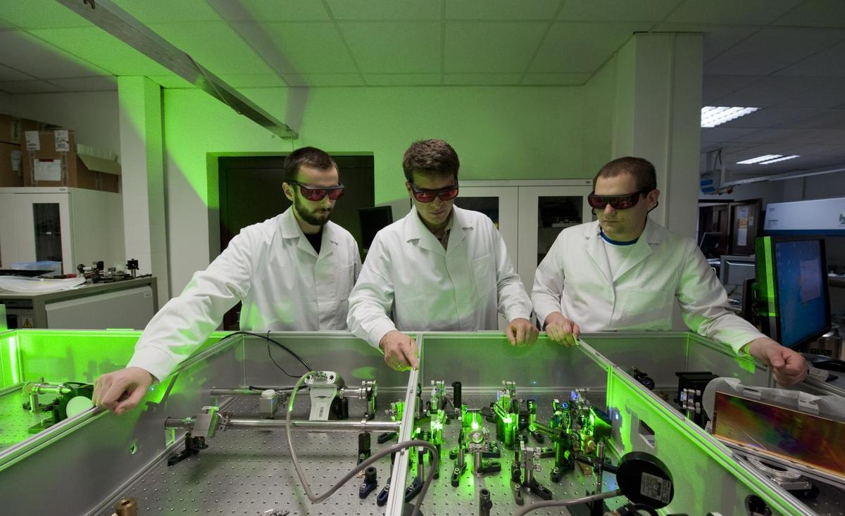 From left to right: T. Fok, Y. Stepanenko and L. Wegrzynski from the Laser Centre of the Institute of Physical Chemistry of the Polish Academy of Sciences and the Faculty of Physics at the University of Warsaw