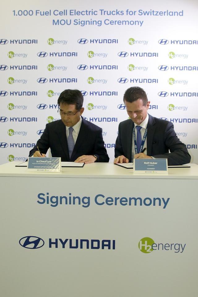 The Hyundai Motor/H2 Energy signing ceremony