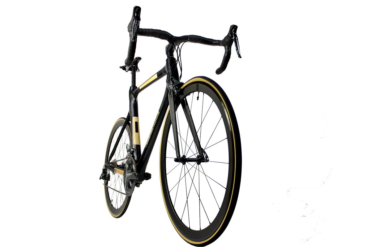 The Aero Bamboo Bike's frame weighs 1.3 kg (2.9 lb), and is equipped with Shimano Ultegra components