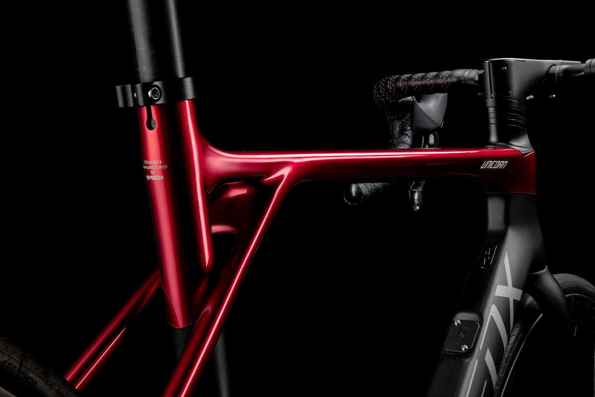 A damper in the front/bottom of the SpeedXUnicorn'sseat tube allows that section to flex by 15 mm forward and backward, absorbing road vibrations