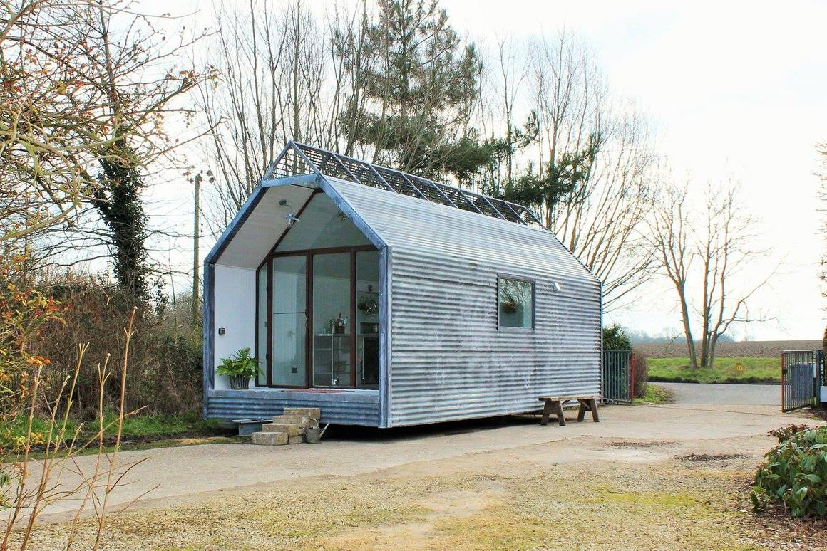 As standard, all Contemporary Shepherd Huts' models are based on a steel chassis, with cast iron wheels and draw bar