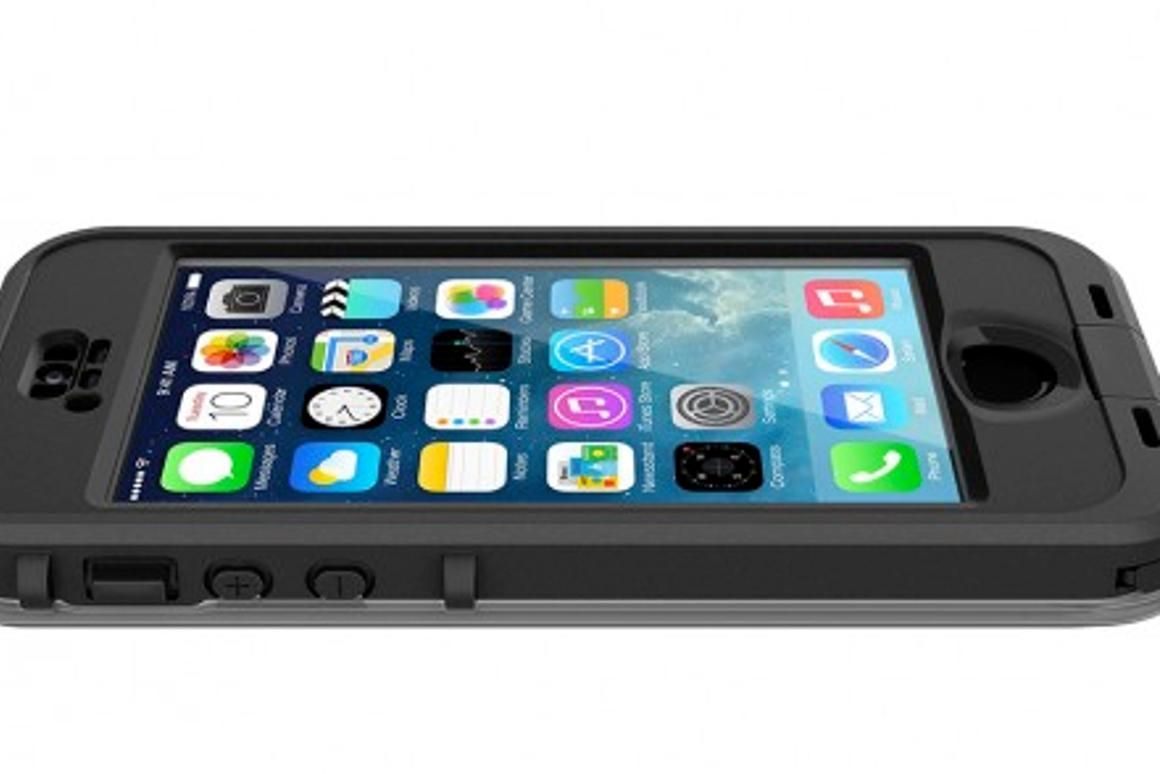 The Lifeproof nüüd case features full protection and access to the fingerprint sensor