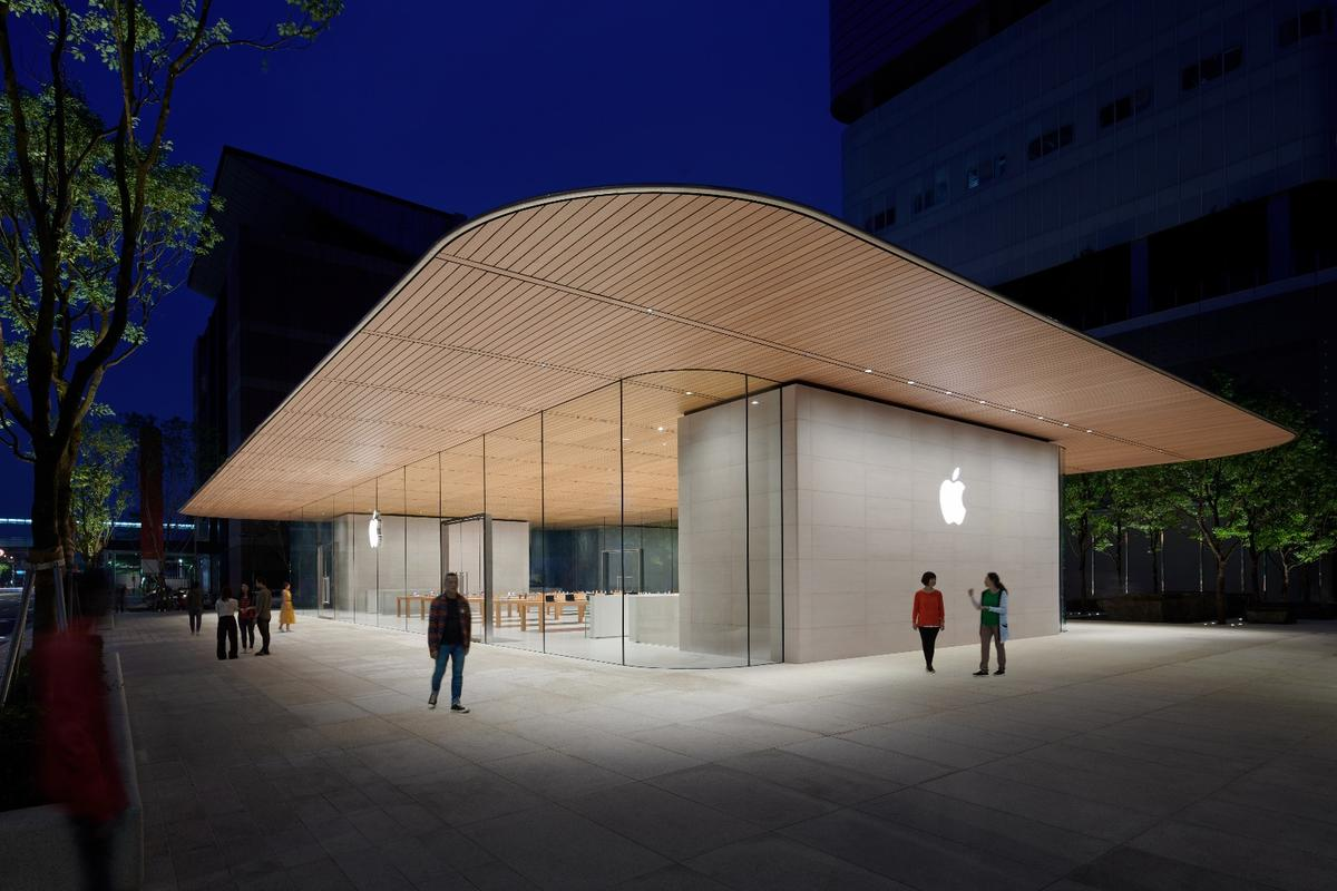 Apple Xinyi A13 features glass facades and is topped by a thin carbon fiber-reinforced roof that spans 77 ft