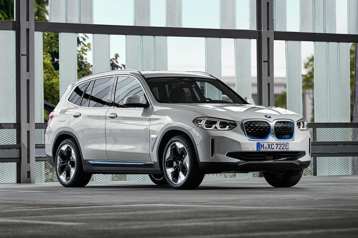 The new BMW iX3: a fully electric crossover completes the X3 lineup