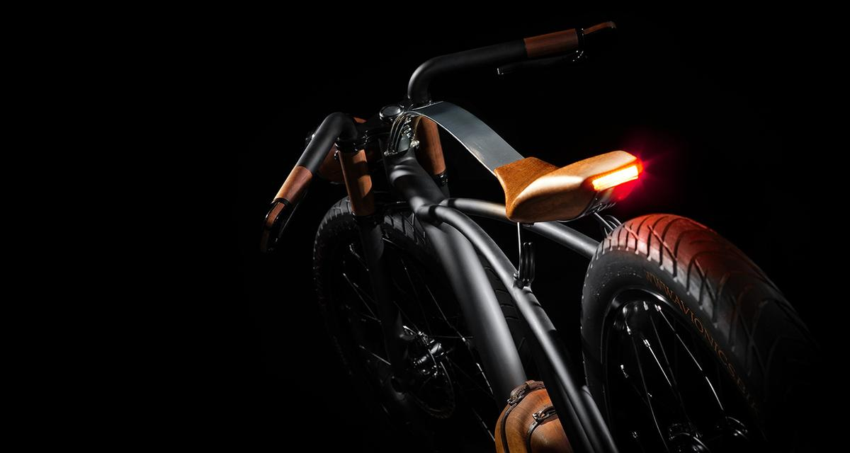 Avionics V1: tail-light is integrated into the wooden seat unit