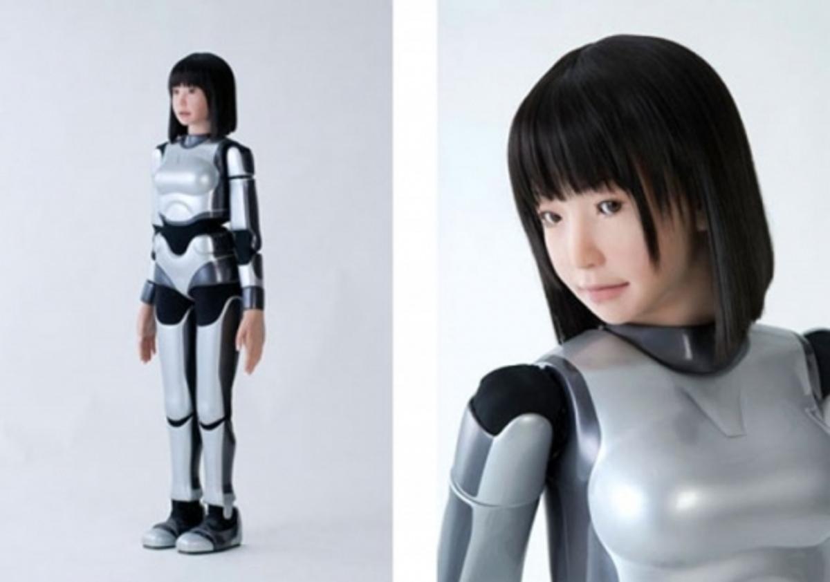 http://www.pinktentacle.com/2009/03/video-hrp-4c-fashion-model-robot/