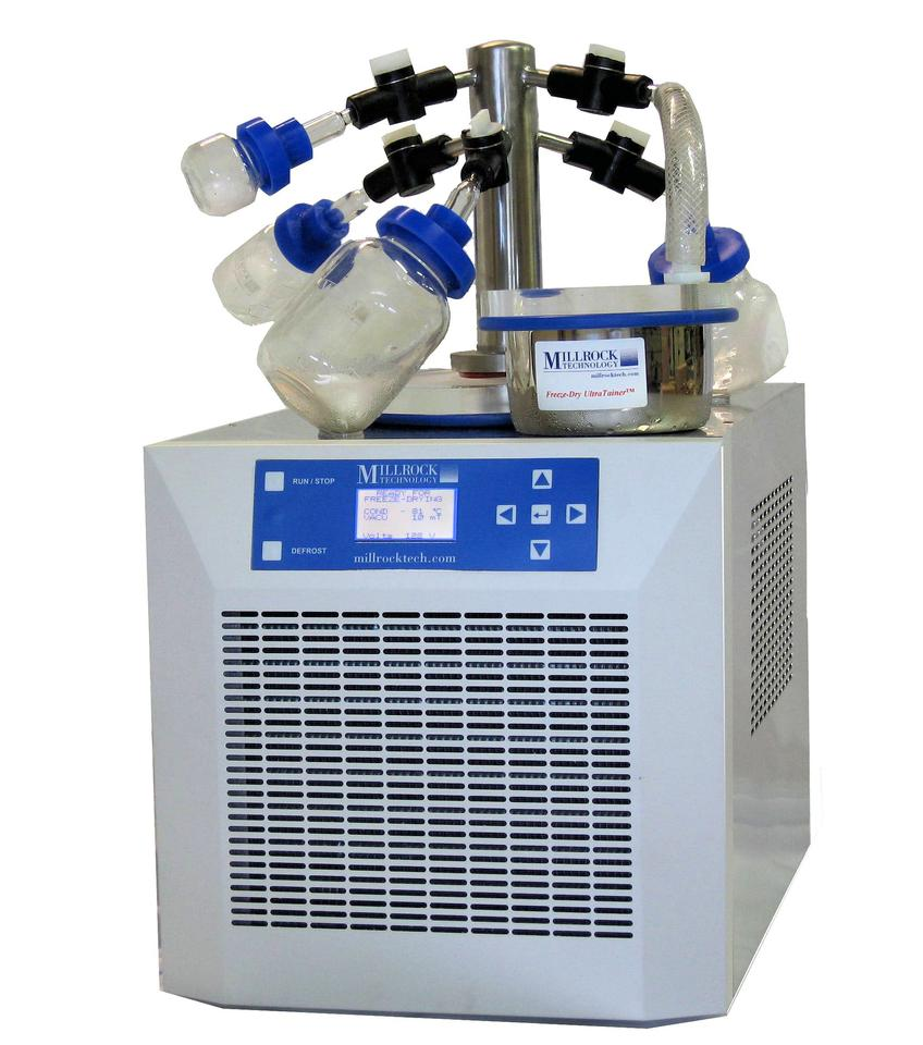 Benchtop manifold freeze dryer, in which multiple samples of material to be freeze dryed