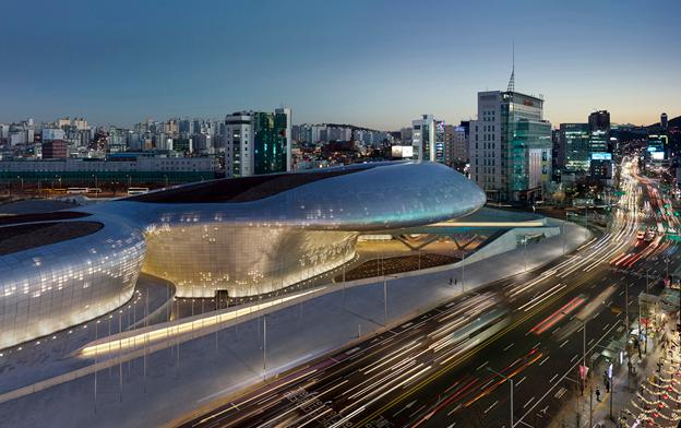 The DDP project is located at the centre of Dongdaemun, a historic district known in the heart of Seoul known for its 24 hour shopping and cafes (Photo: Virgile Simon Bertrand)