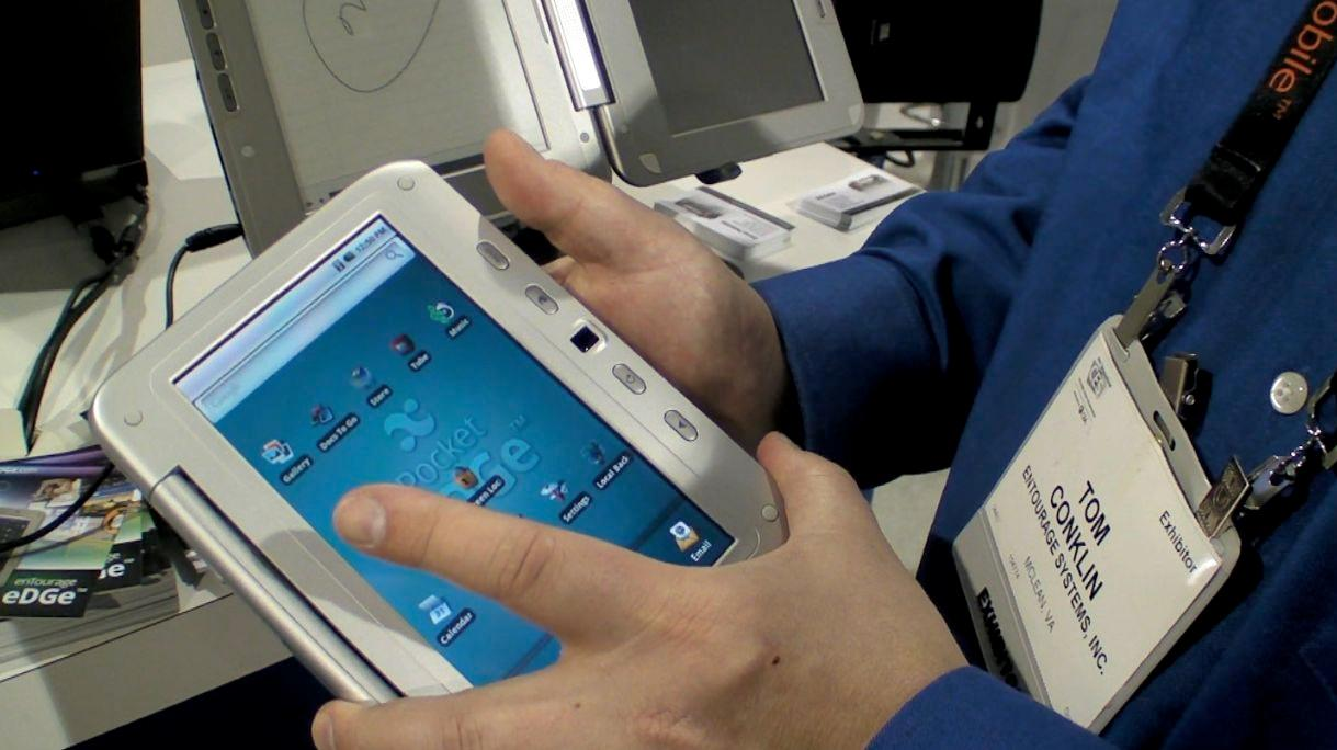Getting to grips with the Pocket eDGe at CES: the tablet display