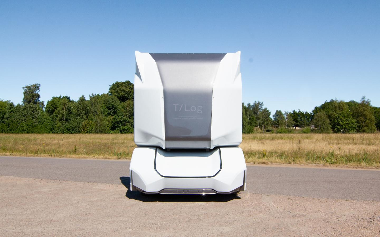Being self-driven, the Einride T-logtruck has no driver's cab for a human to enter and sit in