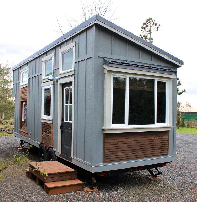 The Urban Craftsman sits on a 26 ft (4.87 m) trailer