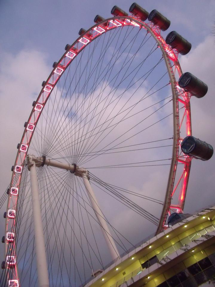 The 541-ft Singapore Flyer could be usurped by a new ferris wheel under consideration for Staten Island, New York