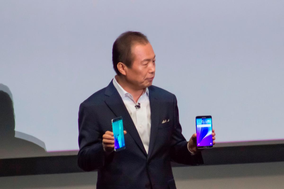 Samsung president JK Shin showing off the Galaxy Note 5 and Galaxy S6 Edge+