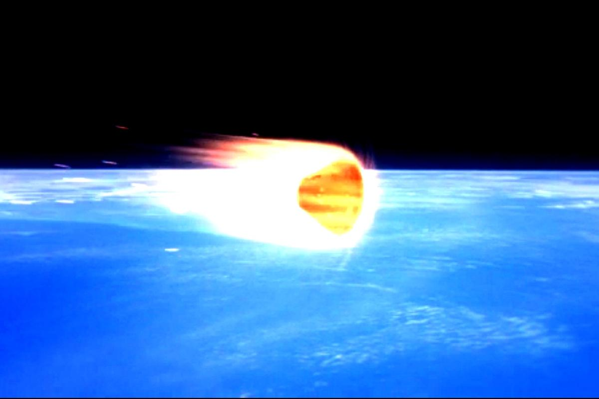 Artist's impression of Orion re-entering the Earth's atmosphere (Image: NASA)