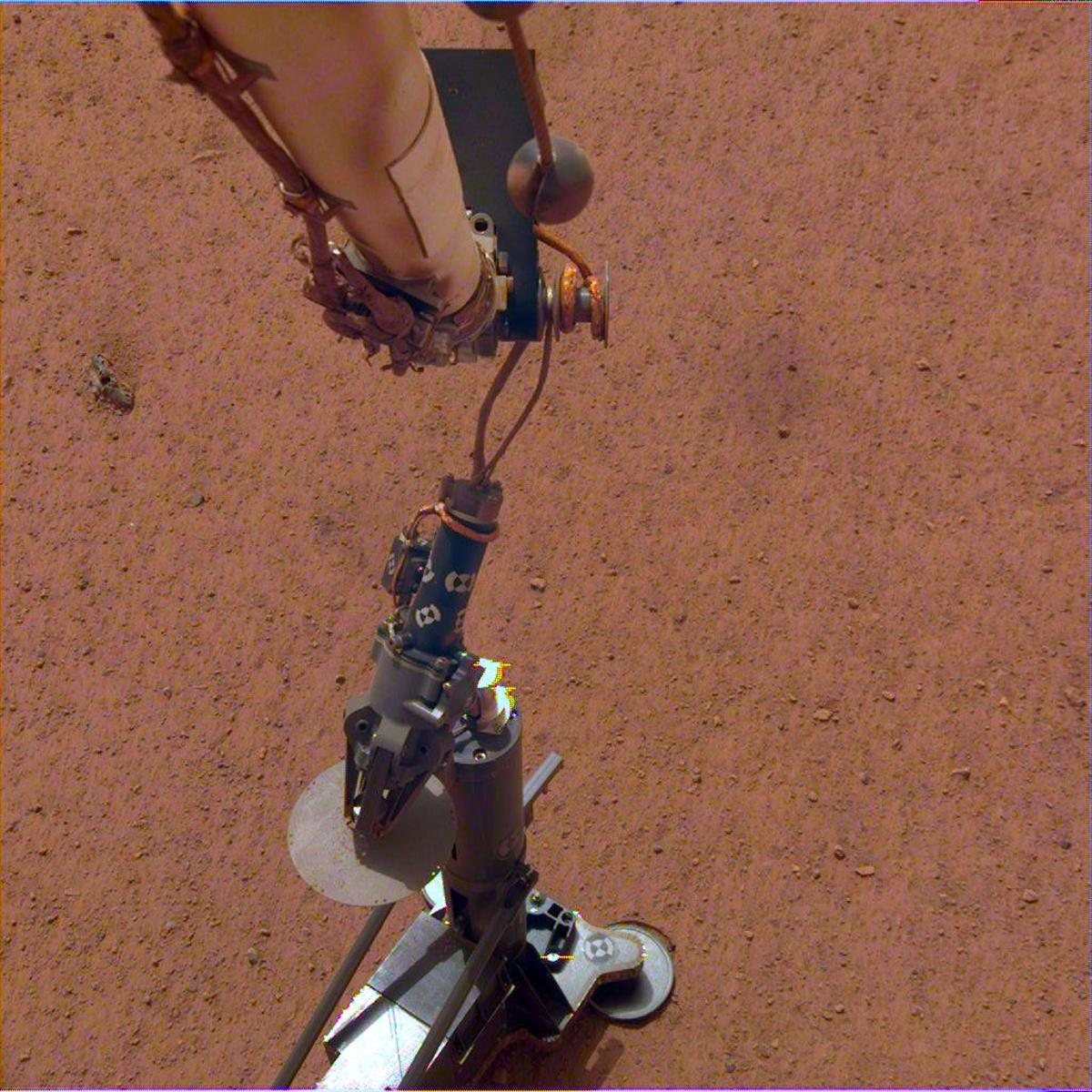 NASA's InSight lander set itsHeat and Physical Properties Package (HP3)on the Martian surface