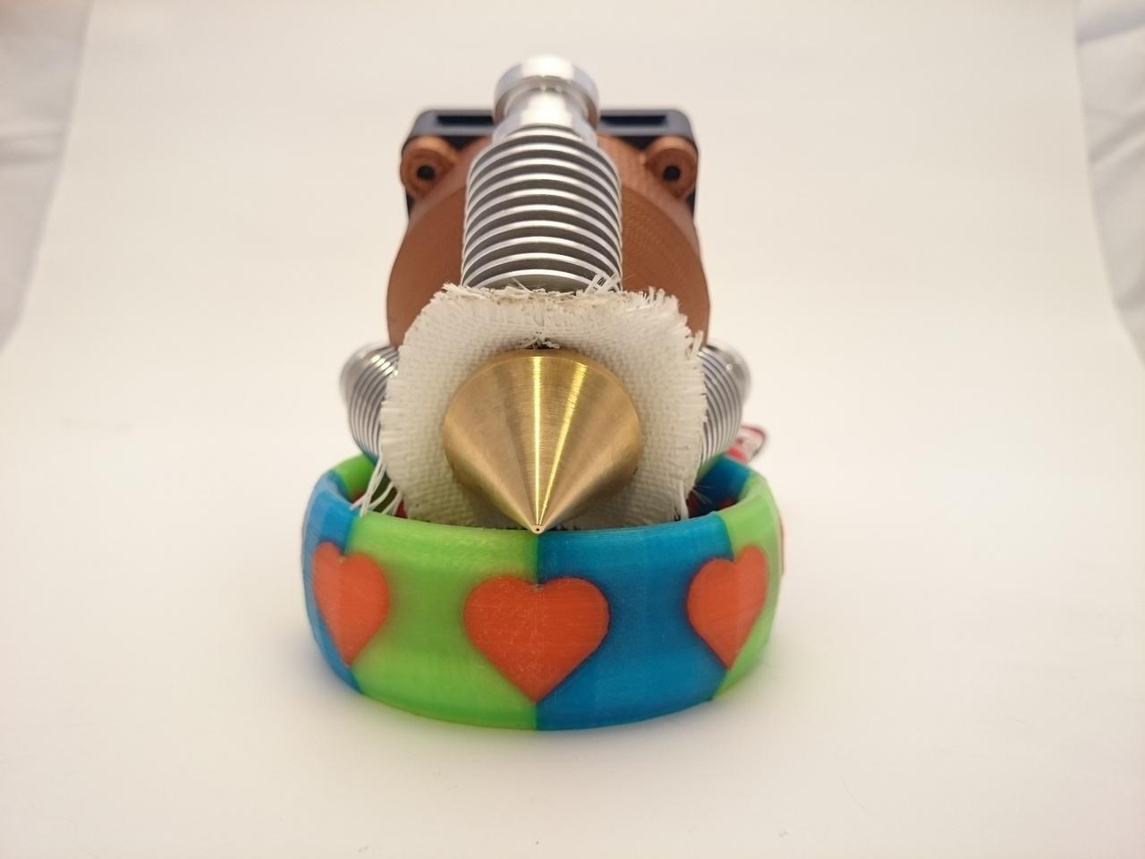 The Diamond Hotend is a color extruder for 3D printers that can accept and mix up to three colors of filaments