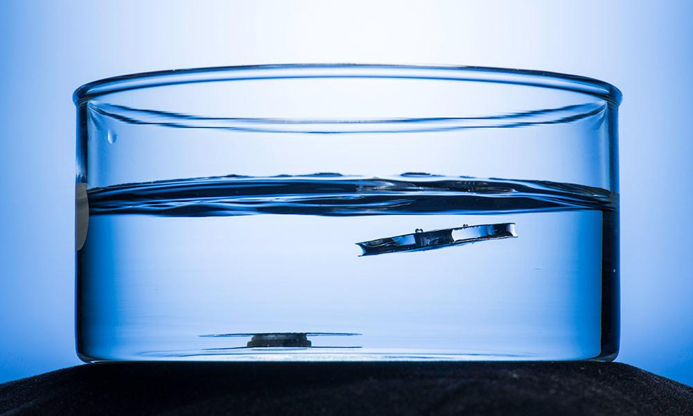 An untreated structure (left) sinks to the bottom, while one etched to make it superhydrophobic floats to the top (right)