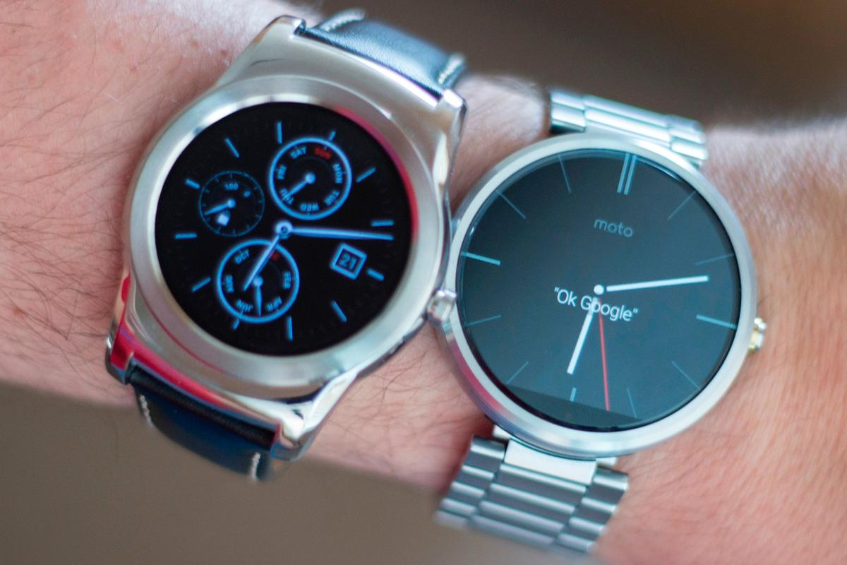 Gizmag goes hands-on to compare the LG Watch Urbane (left) and Moto 360