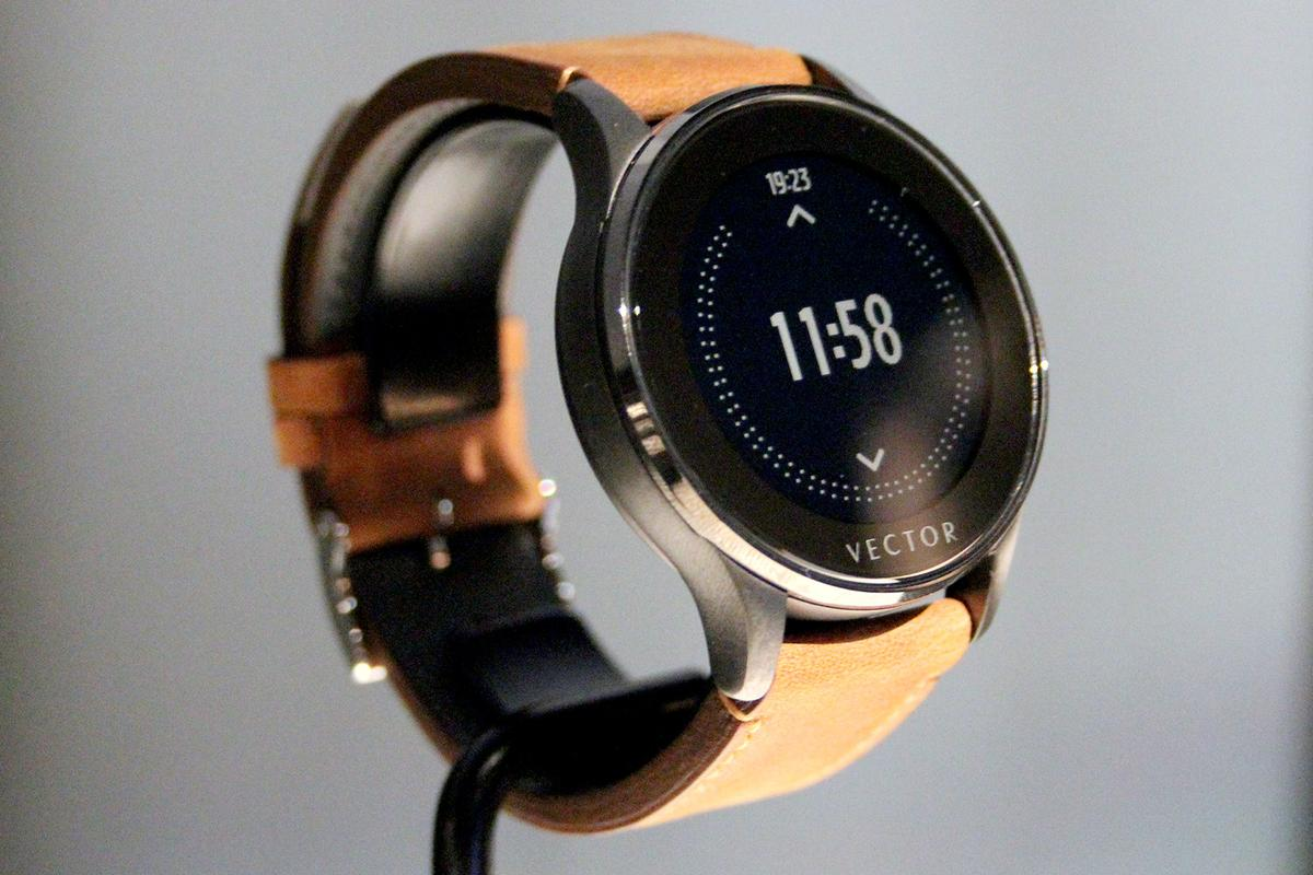 The new smartwatch runs of proprietary software (Image: Chris Wood/Gizmag)