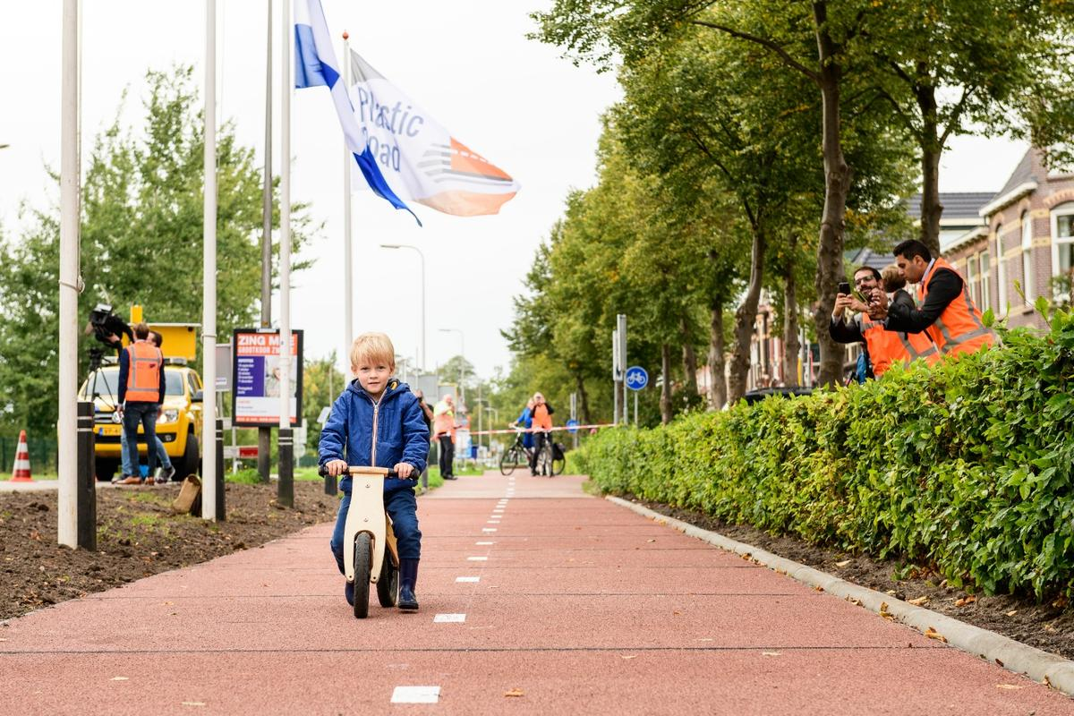 The Proof of concept pilot PlasticRoad cycle path was officially opened to users young and old on September 11, 2018