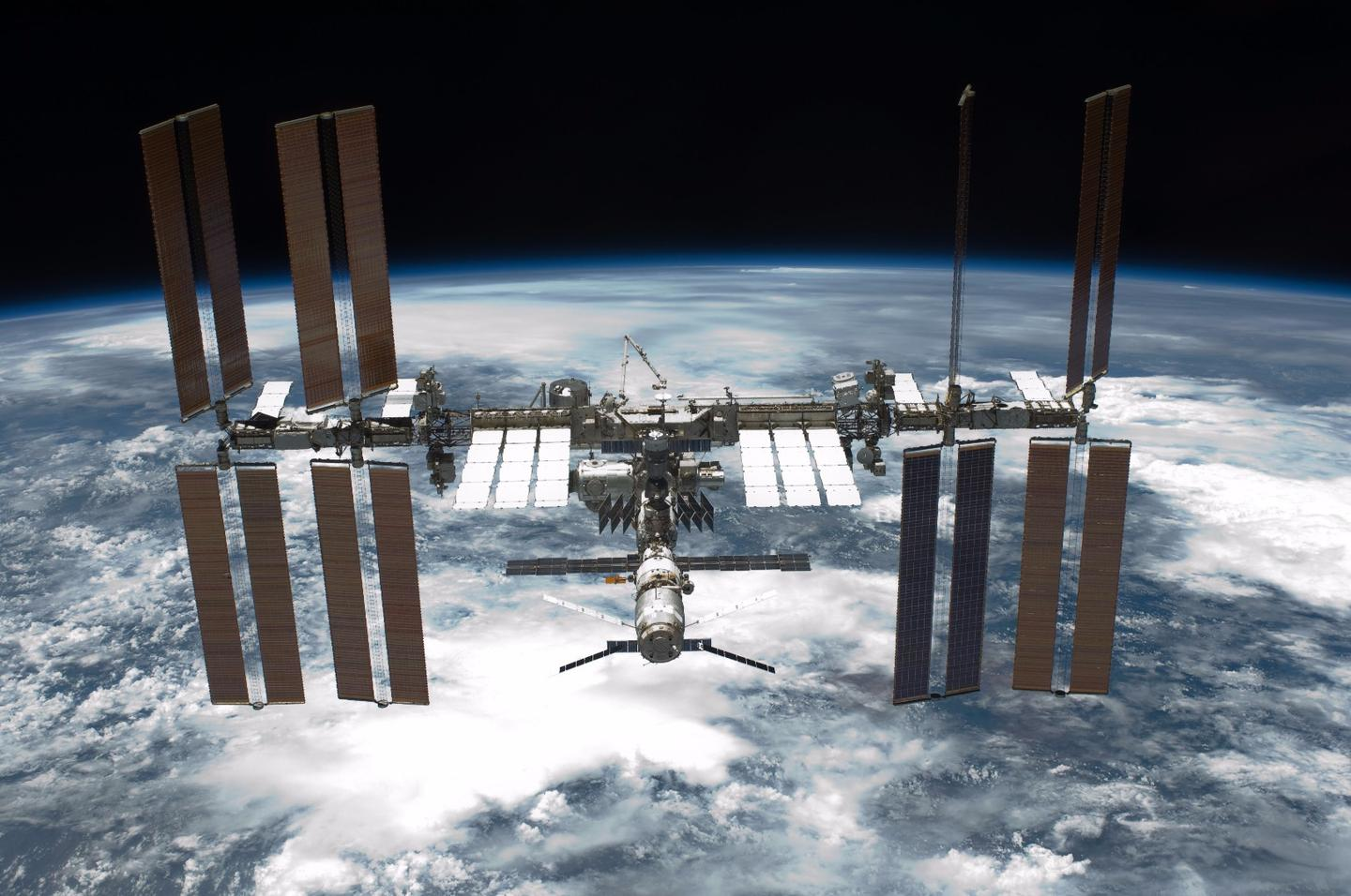 Astronauts aboard the International Space Station experience a significant reduction in physical fitness due toa decrease in the circulation of oxygen in the body