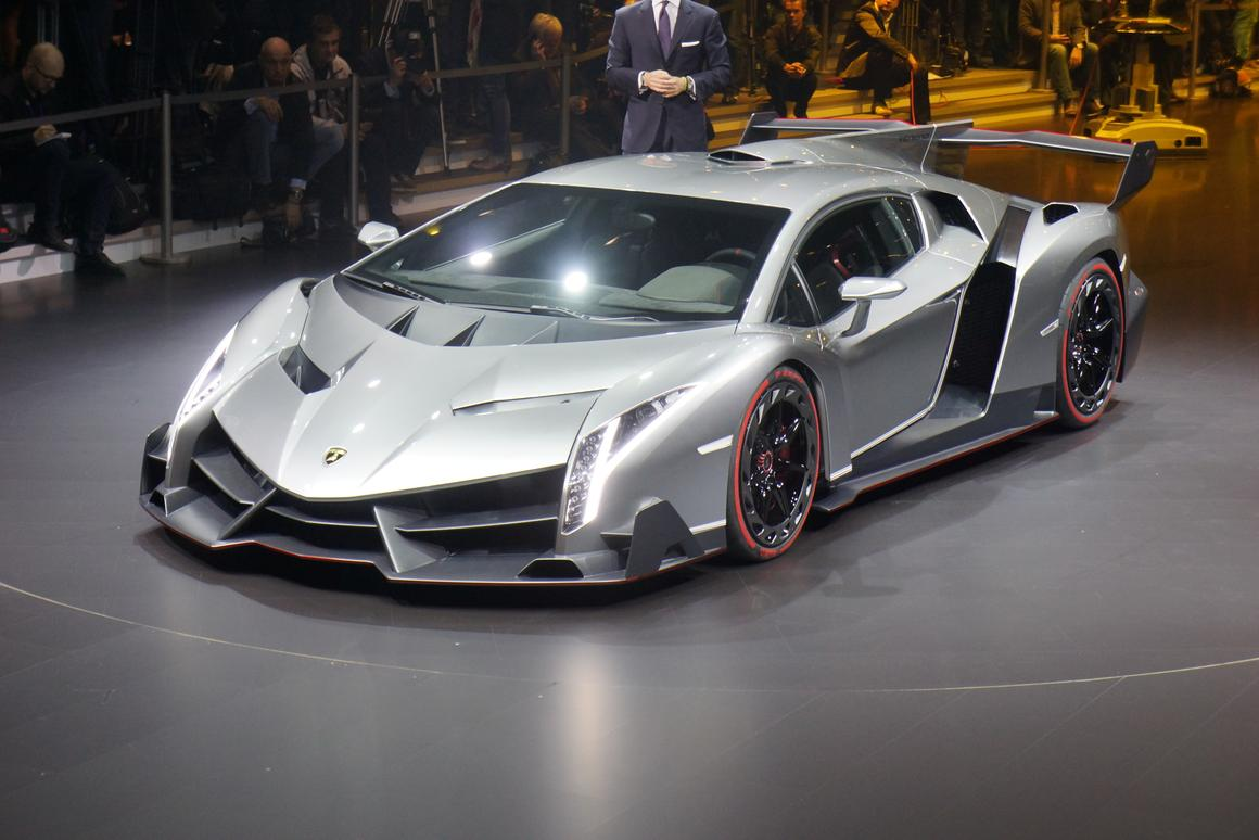 The Veneno is powered by a 750-hp 6.5-liter V12