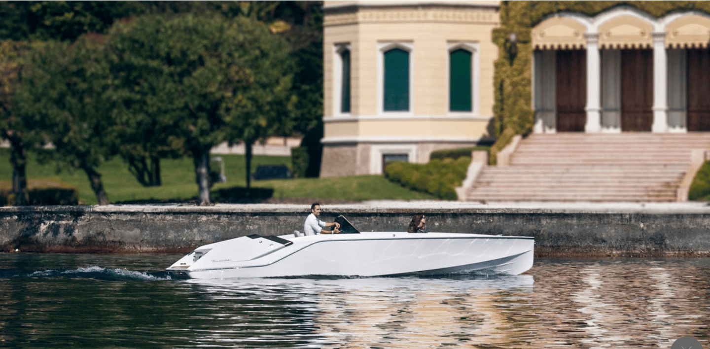 The 7.47-meter740Mirage Air was designed by studio KISKA, Thomas Gerzer, and hydrodynamic expert Harry Miesbauer, and the parallels with an automotive GT (Grand Tourer) supercar are more than just visual