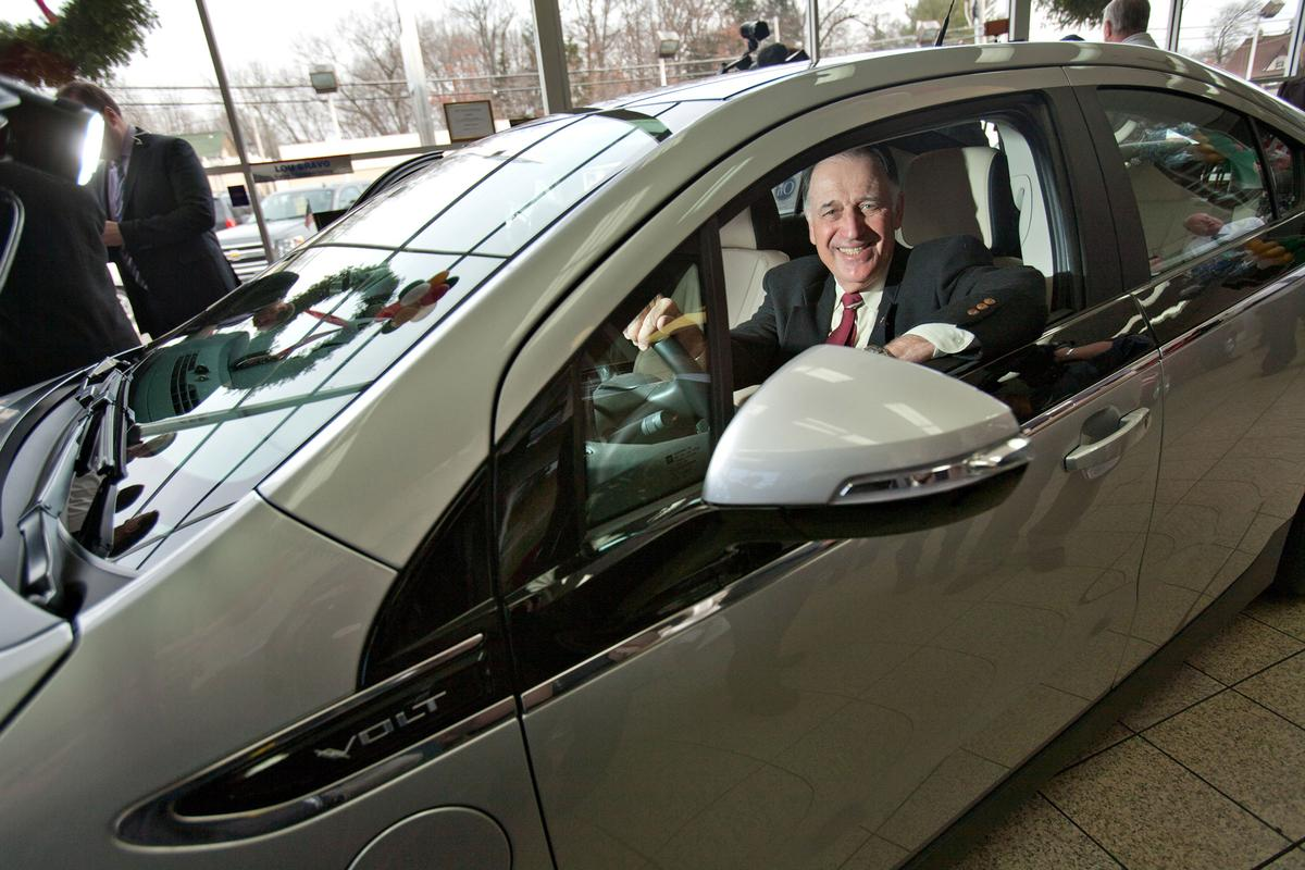 Jeffrey Kaffee is the first customer in the U.S. to take delivery of a Chevrolet Volt (Image: Emile Wamsteker for Chevrolet)