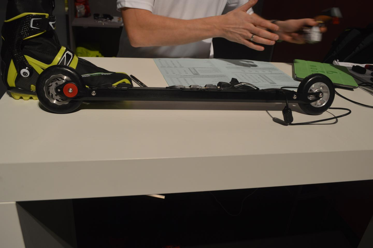 The RollerSafe ski has an integrated hydraulic braking system
