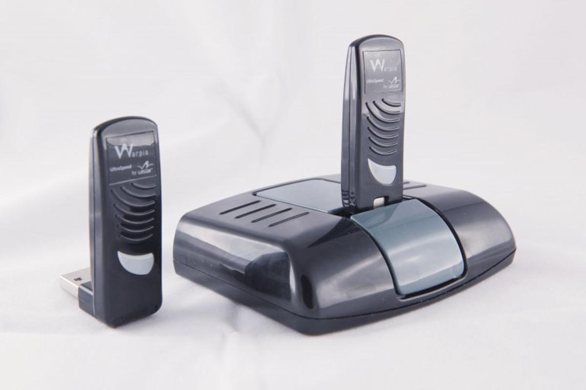 The Warpia Easy Dock comprises a USB dongle that connects to your laptop, and a receiver that connects to your monitor, mouse, keyboard, and speakers - turning your laptop wirelessly into a desktop