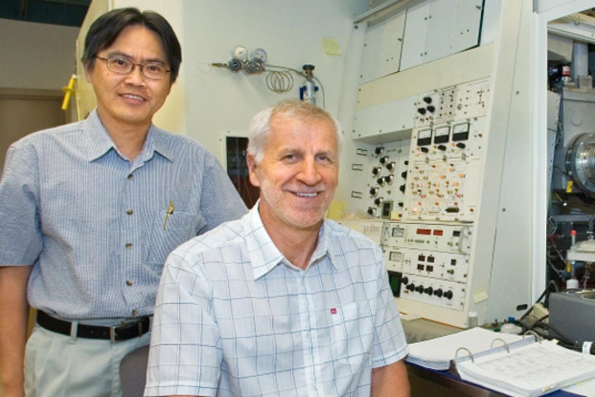 Berkeley researchers Kin Man Yu and Wladek Walukiewicz (Photo: Berkeley Lab)
