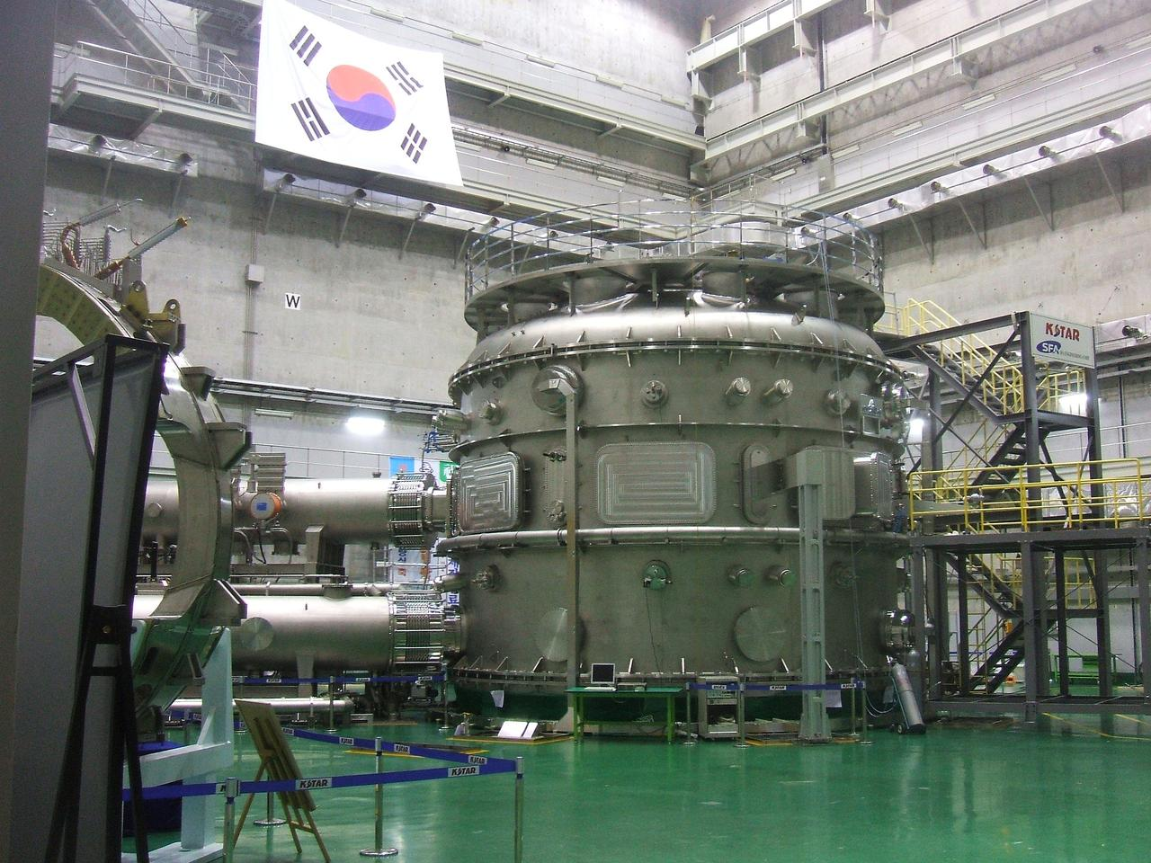 """KSTAR, the so-called """"Korean artificial sun,"""" has set a record for maintaining plasma at temperatures over 100 million °C"""