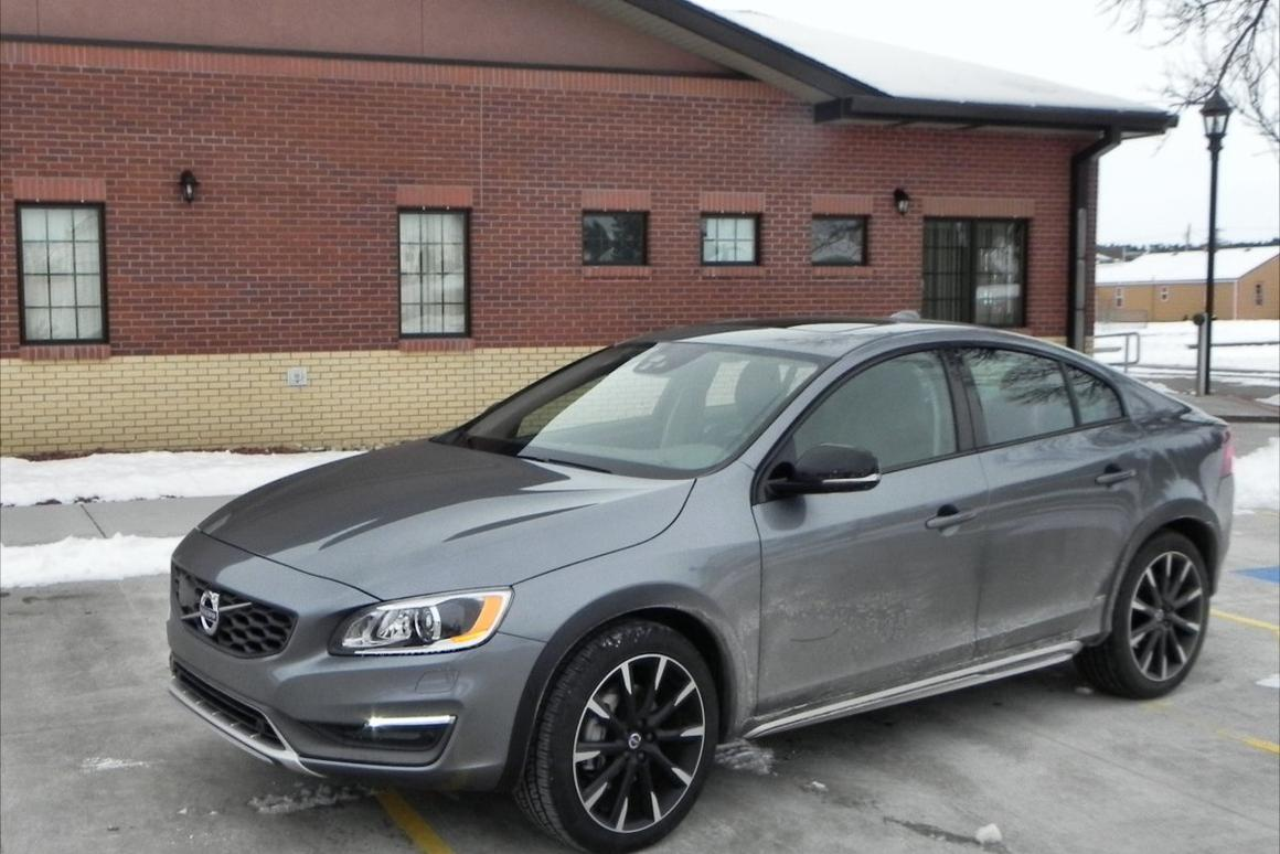 """Gizmag drove the 2016 Volvo S60 T5 AWD and the V60 T5 AWD, both in the """"Cross Country"""" package with the Platinum accessories addition"""